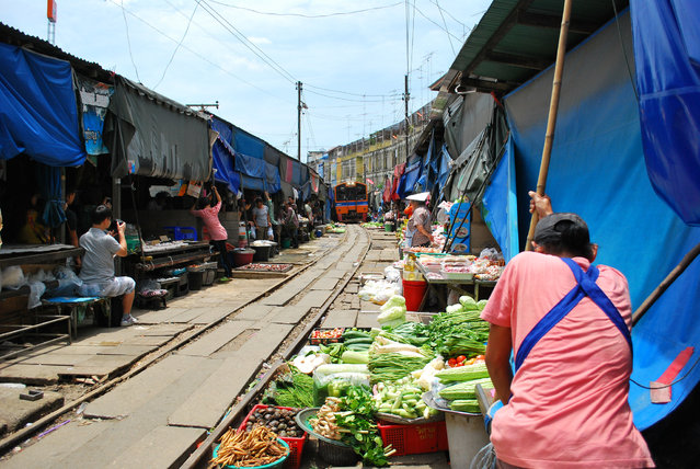 Maeklong Railway Market. (Photo by Greenery Yong Qi)