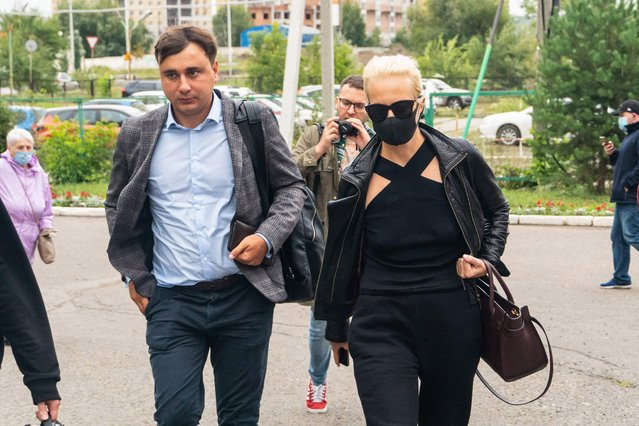 FBK anti-corruption foundation director Ivan Zhdanov and Yulia Navalnaya arrive at Omsk Emergency Hospital No. 1 where opposition leader Alexei Navalny was admitted after he fell ill in what his spokeswoman said was a suspected poisoning, in Omsk on August 20, 2020. (Photo by Yelena Latypova/AFP Photo)