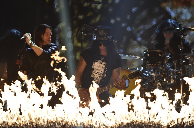 Biffy Clyro and Slash perform on stage during the 2014 MTV Europe Music Awards at the SSE Hydro Arena in Glasgow. (Photo by Toby Melville/Reuters)