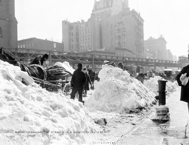 Cleaning the streets in a New York blizzard, 1899. (Photo by Detroit Publishing Company)