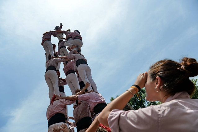 Spanish participants form Singapore's first UNESCO world heritage human towers during the Catalonia-Barcelona and Spain Week at Sentosa's island resort in Singapore on October 20, 2016. The event runs from October 18 to 21. (Photo by Roslan Rahman/AFP Photo)