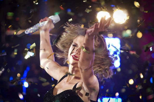 Taylor Swift performs in Times Square on New Year's Eve in New York December 31, 2014. (Photo by Carlo Allegri/Reuters)