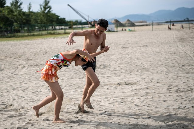 A couple joke as they walk on the beach on August 22, 2018 in Wonsan, North Korea. (Photo by Carl Court/Getty Images)