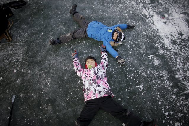 Children play on a frozen river in Hwacheon, south of the demilitarized zone (DMZ) separating the two Koreas, January 9, 2016. (Photo by Kim Hong-Ji/Reuters)