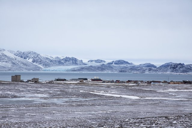 An overview of the residential and research settlement areas for scientists at the Kings Bay in Ny-Alesund, Svalbard, Norway, October 15, 2015. (Photo by Anna Filipova/Reuters)