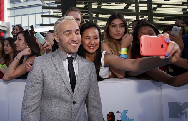 Musician Pete Wentz poses with fans as he arrives at the 2015 MTV Movie Awards in Los Angeles, California April 12, 2015. (Photo by Mario Anzuoni/Reuters)