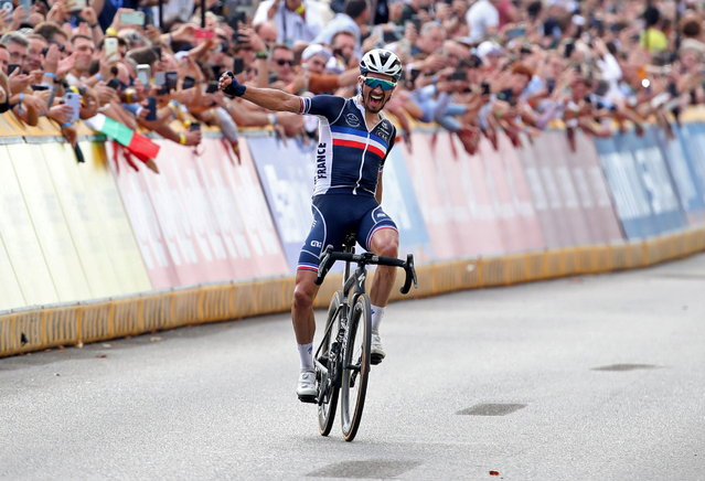Julian Alaphilippe fo France celebrates as he crosses the finish line to win the cycling road race during the Flanders 2021 UCI Road World Championships in Leuven, Belgium on September 26, 2021. (Photo by Yves Herman/Reuters)