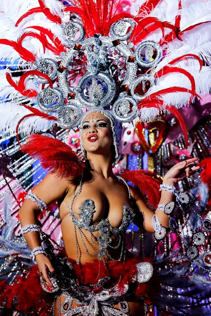 Nominee for Queen of the 2013 Santa Cruz carnival Veronica Gil Perez performs on February 26, 2014 in Santa Cruz de Tenerife on the Canary island of Tenerife, Spain. (Photo by Pablo Blazquez Dominguez/Getty Images)