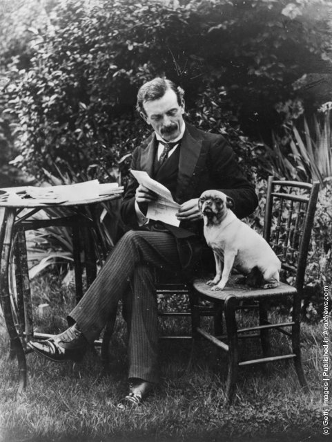 1904: Politician and Liberal prime minister David Lloyd George, with his dog in the garden