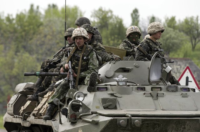 Ukrainian soldiers sit on an armoured personnel carrier at a Ukrainian checkpoint near the eastern town of Slaviansk May 2, 2014. (Photo by Baz Ratner/Reuters)