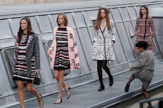 An unidentified woman from the audience joins the models for the final walk of Chanel Spring/Summer 2020 women's ready-to-wear collection show during the Paris Fashion Week in Paris, France, October 1, 2019. (Photo by Gonzalo Fuentes/Reuters)