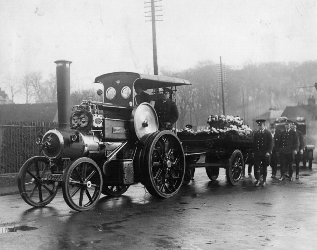 A steam roller is used to pull the coffin of Mr McGill of Rickmansworth, circa 1925. (Photo by General Photographic Agency/Getty Images)