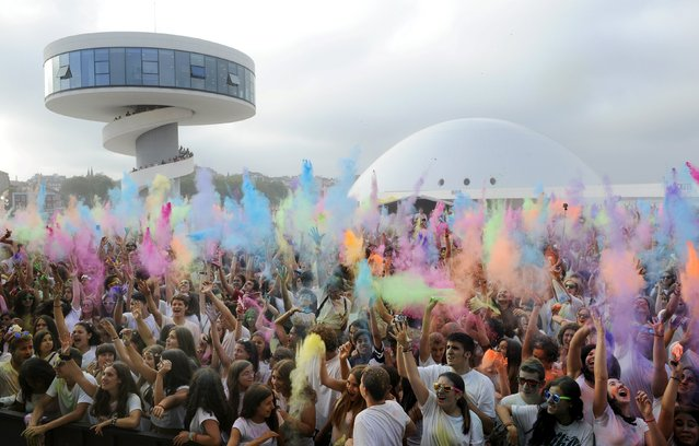 Revellers take part in the Holi Party Festival at the Niemeyer Center in Aviles, northern Spain, August 29, 2015. The event is inspired by the Hindu Holi spring festival of colour celebrated mostly in India but has recently spread to other countries. (Photo by Eloy Alonso/Reuters)