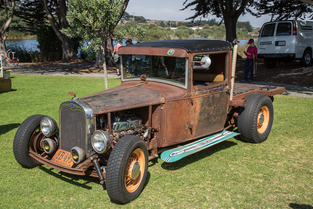 This Ford rustrod wins plaudits for the surfboards as running board trick, although the owner should offer free tetanus shots to bystanders. (Photo by Robert Kerian/Yahoo Autos)