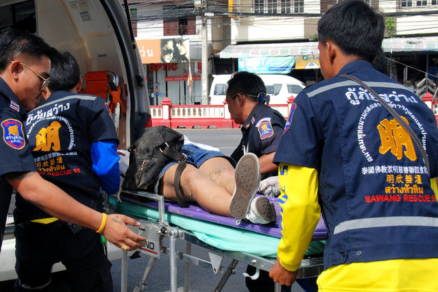 An injured woman is stretchered into an ambulance after two bombs exploded on August 12, 2016 in the Thai seaside resort of Hua Hin, Thailand. (Photo by Reuters/Dailynews)