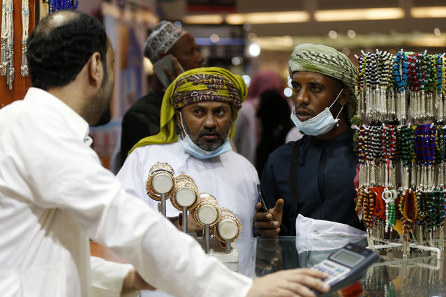 Muslim pilgrims buy gifts at a shop near the Grand Mosque during the annual Hajj pilgrimage in Mecca September 27, 2014. (Photo by Muhammad Hamed/Reuters)