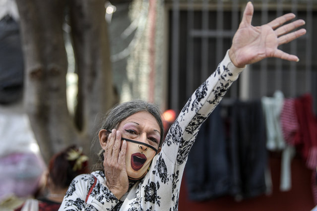 A reveler attends an event in support of a program created by members of the LGBT community to give free meals to homeless people amid the new coronavirus pandemic, during the celebration of gay pride in Mexico City, on June 27, 2020. Activists substituted on Saturday the annual Gay Pride parade for a digital march due to confinement measures against the spread of the new coronavirus, and demanded justice for hate crimes. (Photo by Pedro Pardo/AFP Photo)