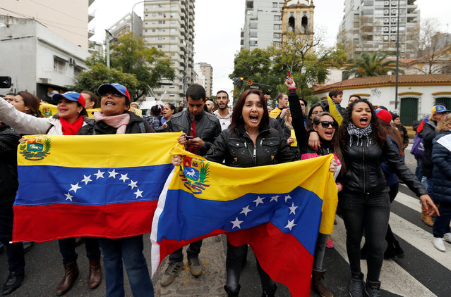 Venezuelan residents take part in a protest near Venezuela's Embassy in Argentina in support of the rally demanding a referendum to remove Venezuela's President Nicolas Maduro, in Buenos Aires, Argentina, September 1, 2016. (Photo by Enrique Marcarian/Reuters)