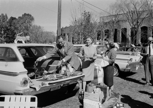 Tailgators are shown at the Princeton-Pennsylvania game October 12, 1963. Tailgating for a pre-game picnic is growing in popularity with American football fans. (Photo by AP Photo)