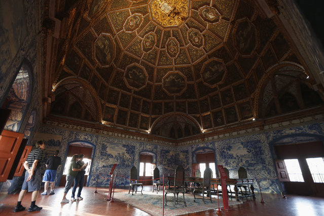A general view of Blazons Hall at the National Palace in Sintra October 21, 2014. (Photo by Rafael Marchante/Reuters)