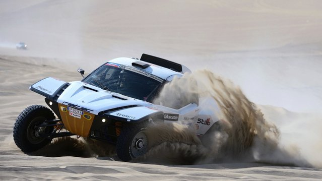 Gianpaolo Bedin and co-pilot Mauro Esteban Lipez of team Buggy compete in the special stage during day one of the of the 2013 Dakar Rally on January 5, 2013 in Pisco, Peru. (Photo by Shaun Botterill)