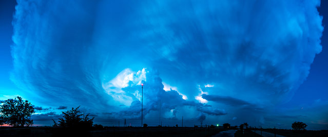 A huge supercell storm is moving through northern Texas just after sunset. (Photo by Dennis Oswald/Caters News)