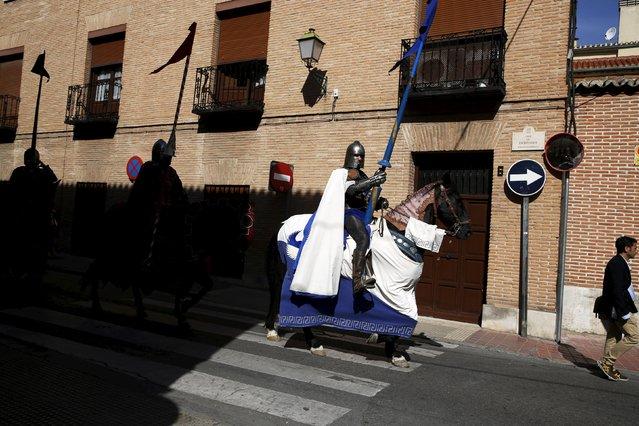 Actors performing as knights parade during the annual Cervantes market (Mercado Cervantino) in the hometown of famous Spanish writer Miguel de Cervantes, Alcala de Henares, Spain, October 9, 2015. (Photo by Susana Vera/Reuters)