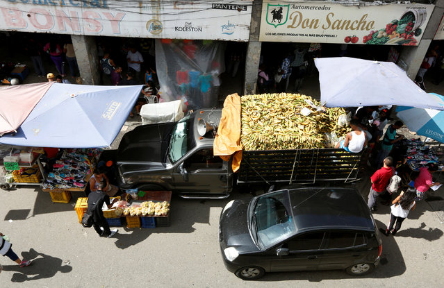 Street vendors are seen at the market in Petare neighborhood in Caracas, Venezuela July 14, 2016. (Photo by Carlos Jasso/Reuters)
