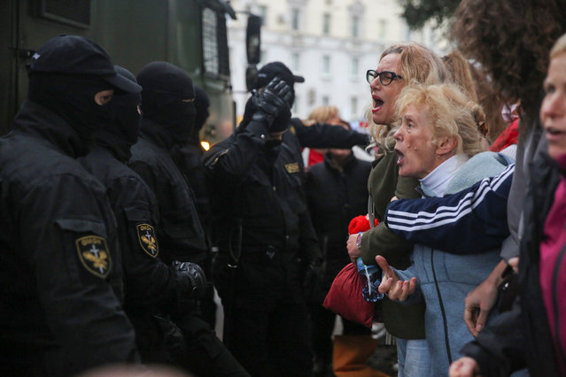 Activists argue with law enforcement officers during a rally in support of detained Belarusian opposition leader Maria Kolesnikova in Minsk, Belarus on September 8, 2020. (Photo by Tut.By via Reuters)