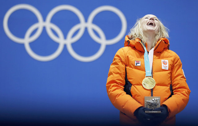 Gold medalist Carlijn Achtereekte of the Netherlands smiles during the medal ceremony for the women's Speed Skating 3000m event during the PyeongChang 2018 Olympic Games, South Korea, 11 February 2018. (Photo by Jeon Heon-Kyun/EPA/EFE)