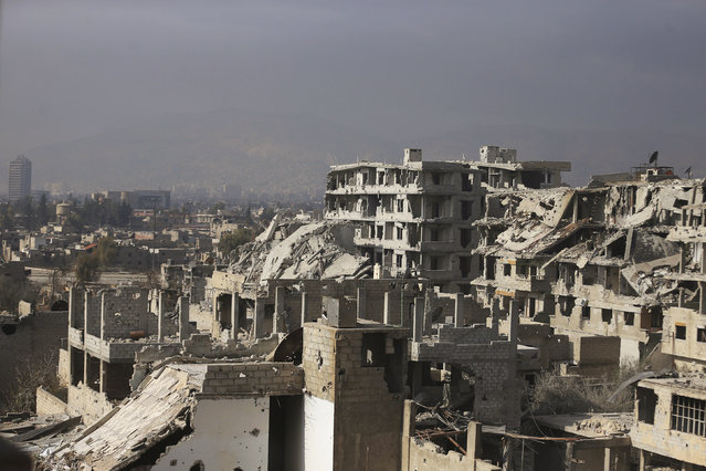 A general view shows damaged buildings in Jobar, a suburb of Damascus, December 22, 2014. The city of Damascus is seen in the background. (Photo by Bassam Khabieh/Reuters)