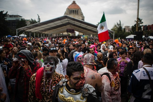 Characters are seen during the Zombie Walk over Reforma Avenue, Mexico City, Mexico, on October 22, 2016. (Photo by Manuel Velasquez/Anadolu Agency)
