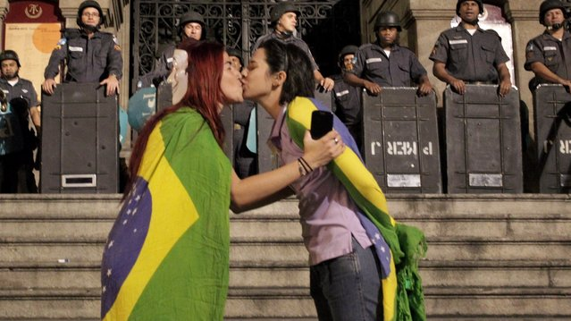 Members of various social movements hold protest that took concentration in Candelaria, in the center of Rio de Janeiro, on June 27, 2013. (Photo by Marcelo Theobald/Extra/Agência O Globo)