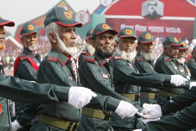 Veterans of the Bangladesh war of liberation march past during the celebration of the country's 45th Victory Day at the national parade ground in Dhaka December 16, 2015. (Photo by Ashikur Rahman/Reuters)