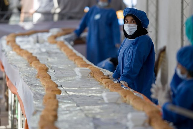 An Iranian cook waits to prepare a 1,500-metre-long sandwich in northern Tehran. (Photo by Reuters)