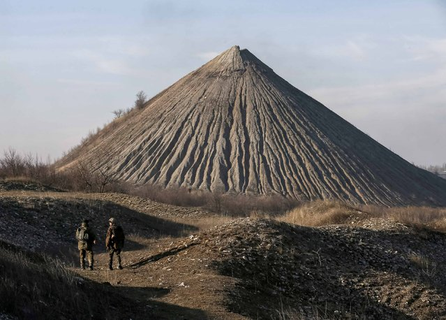 Members of the Ukrainian armed forces take their positions near Kurakhovo March 11, 2015. (Photo by Gleb Garanich/Reuters)