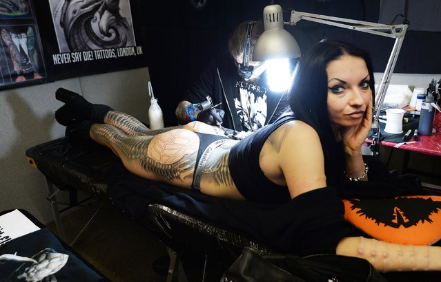 Tattoo artist Kali applies a tattoo to Aneta von Cyborg at the 2017 Tattoo Collective event at the Old Truman Brewery in London, England on February 17, 2017. (Photo by PA Wire)