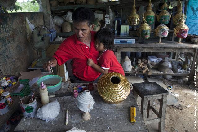 Manufacture Of Traditional Thai Khon Masks