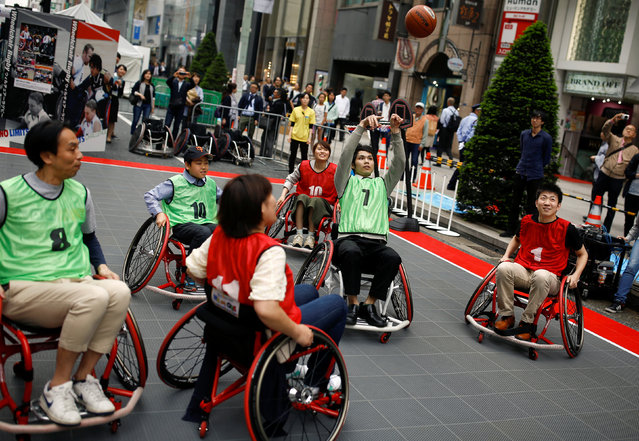 """Non-disabled visitors compete as they experience wheelchair basketball during the """"No Limits Challenge"""" event promoting Japan's paralympic teams of athletes ahead of the Rio 2016 Paralympic Games in the Ginza shopping district in Tokyo, Japan, May 2, 2016. (Photo by Thomas Peter/Reuters)"""