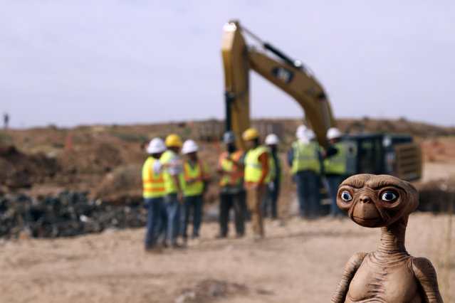 "An E.T. doll is seen while construction workers prepare to dig into a landfill in Alamogordo, N.M., Saturday, April 26, 2014. Producers of a documentary are digging in the landfill in search of millions of cartridges of the Atari ""E.T. The Extra-Terrestrial"" game that has been called the worst game in the history of videogaming. A New York Times article from 1983 reported that Atari cartridges of ""E.T. The Extraterrestrial"" were dumped in the landfill in Alamogordo. (Photo by Juan Carlos Llorca/AP Photo)"