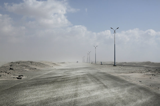 Sand drifts over an empty highway from Abyan to Aden in Yemen February 15, 2018. (Photo by Nariman El-Mofty/AP Photo)