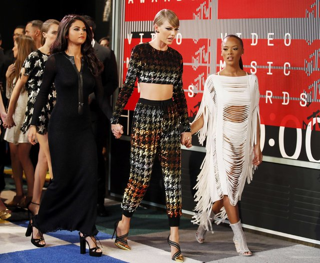 Recording artists Selena Gomez (L) and Taylor Swift and actress Serayah McNeill (R) walk onto the red carpet together as they arrive at the 2015 MTV Video Music Awards in Los Angeles, California, August 30, 2015. (Photo by Danny Moloshok/Reuters)
