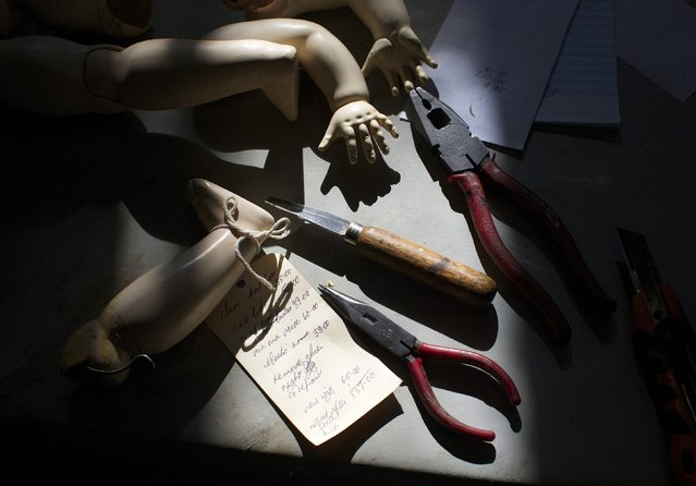 Doll limbs and hand tools are pictured in the afternoon sun on the work bench of Geoff Chapman, 'Head Surgeon' and owner of Sydney's Doll Hospital, June 28, 2014. (Photo by Jason Reed/Reuters)
