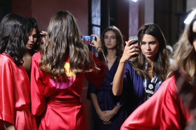 Models are seen backstage prior the Etam show as part of the Paris Fashion Week Womenswear  Spring/Summer 2018 on September 26, 2017 in Paris, France. (Photo by Vittorio Zunino Celotto/Getty Images)