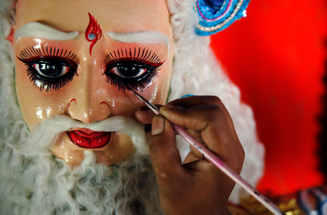 An artisan makes the finishing touches to an idol of Lord Vishwakarma, the Hindu deity of architecture and machinery, inside a workshop ahead of the Vishwakarma festival in Chandigarh, India September 16, 2016. (Photo by Ajay Verma/Reuters)