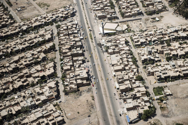 The streets and houses of Iraqi capital Baghdad are seen in this aerial picture taken from the helicopter transporting U.S. (Photo by Brendan Smialowski/Reuters)