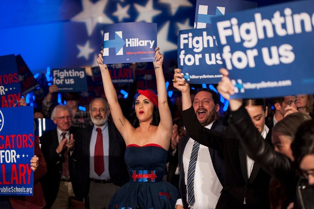 Katy Perry cheers for Democratic Presidential candidate Hillary Clinton at the Jefferson-Jackson Dinner in Des Moines, Iowa October 24, 2015. (Photo by Mark Kauzlarich/Reuters)