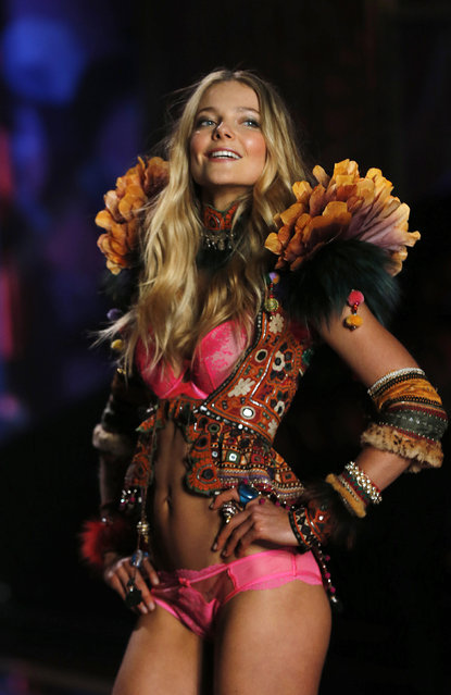 A model presents a creation at the 2014 Victoria's Secret Fashion Show in London December 2, 2014. (Photo by Suzanne Plunkett/Reuters)