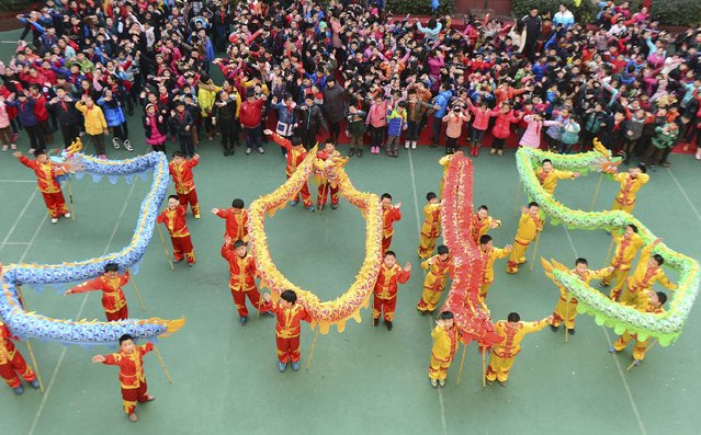 "Students with dragon dance props form ""2015"" to welcome the upcoming New Year at an art school in Hefei, Anhui province, December 31, 2014. (Photo by Reuters/Stringer)"
