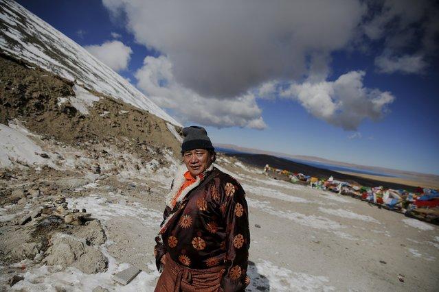 A Tibetan man walks at Na Genla pass at an altitude of 5190 m above sea level, on the road between Lhasa and Namtso lake in the Tibet Autonomous Region, China November 18, 2015. (Photo by Damir Sagolj/Reuters)